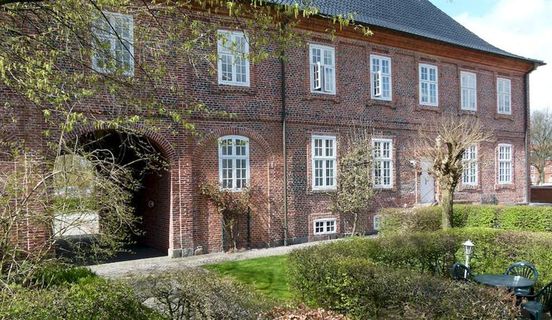 Hotel PelliHof, Rendsburg  Compare Deals