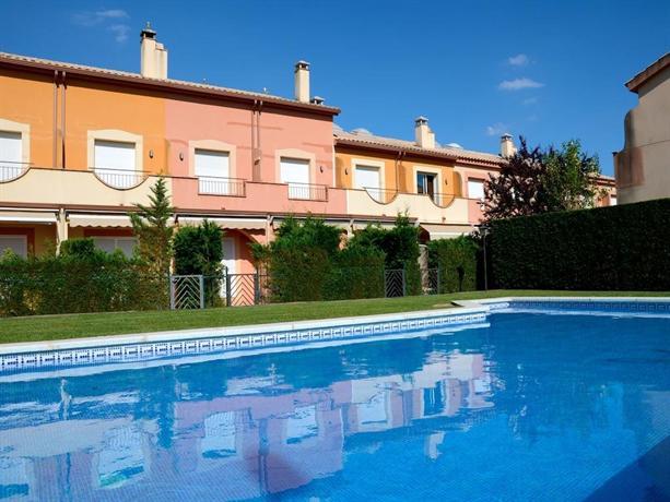 Casas tarraco 2d apartments torroella de montgri l for Casas en 2d