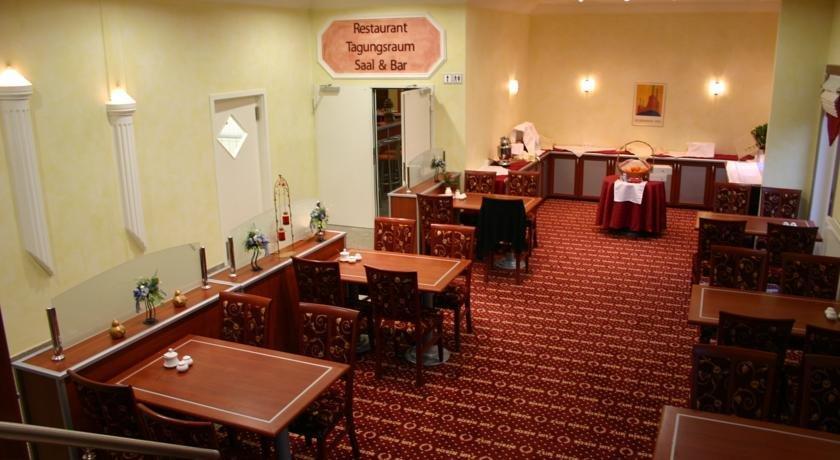 Hotel zur riede delmenhorst compare deals for Hotel delmenhorst