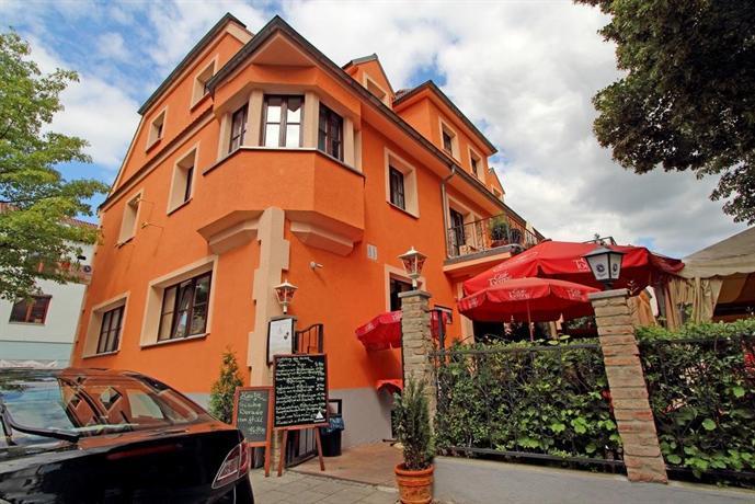 hotel villa toscana gersthofen compare deals. Black Bedroom Furniture Sets. Home Design Ideas
