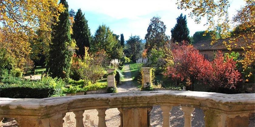 Chateau de roussan saint remy de provence compare deals for Entretien jardin st remy de provence