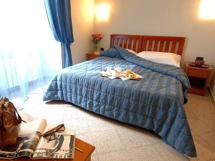 Hotel ercoli rome compare deals for Hotel ercoli roma