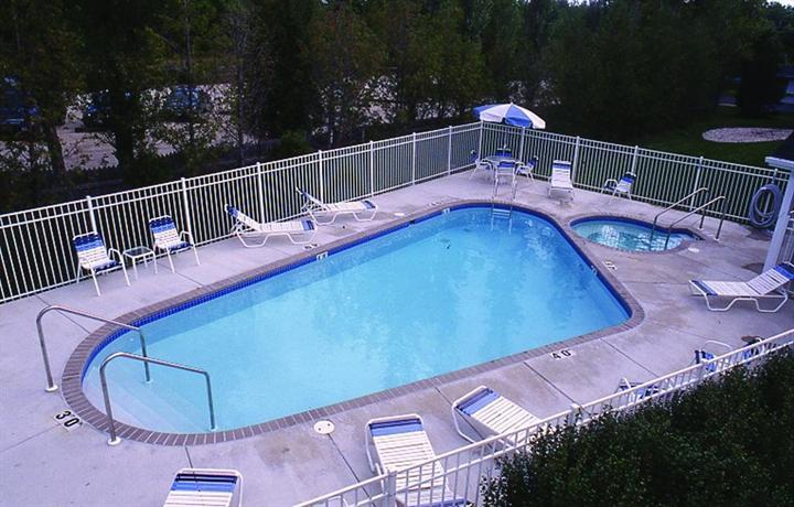 Hilltop inn fish creek compare deals for Fish creek motel