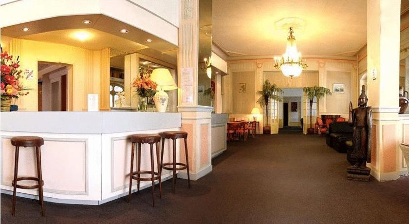 Hotel bristol aix les bains compare deals for Hotel aixe les bains