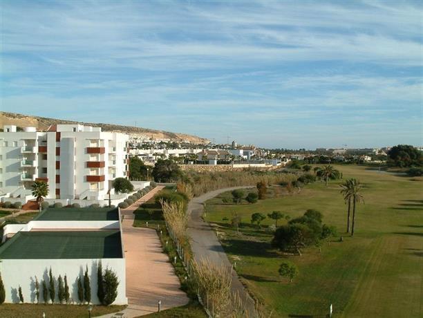 Apartamentos bahia del golf almerimar buscador de - Hoteles modernos espana ...