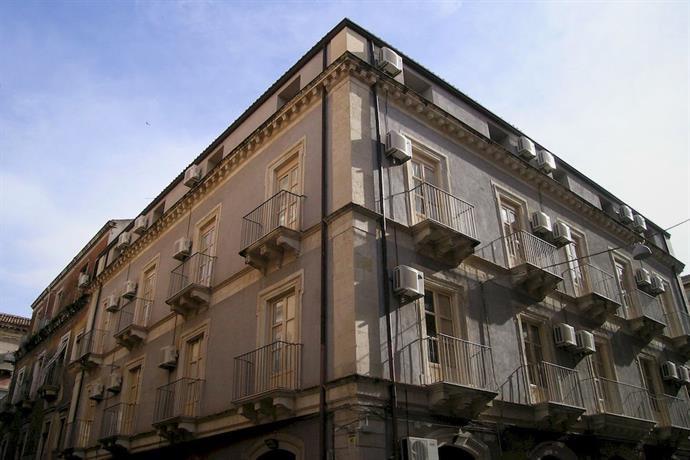 Politi Aparthotel