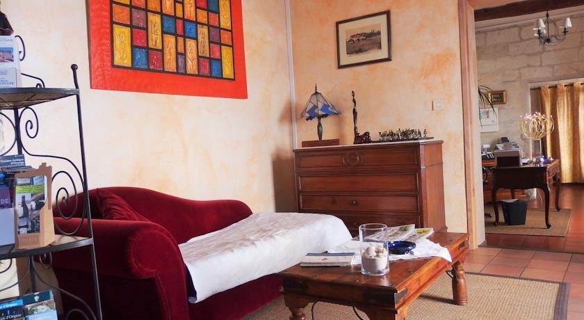 Au saint roch hotel avignon compare deals for Au saint roch hotel jardin