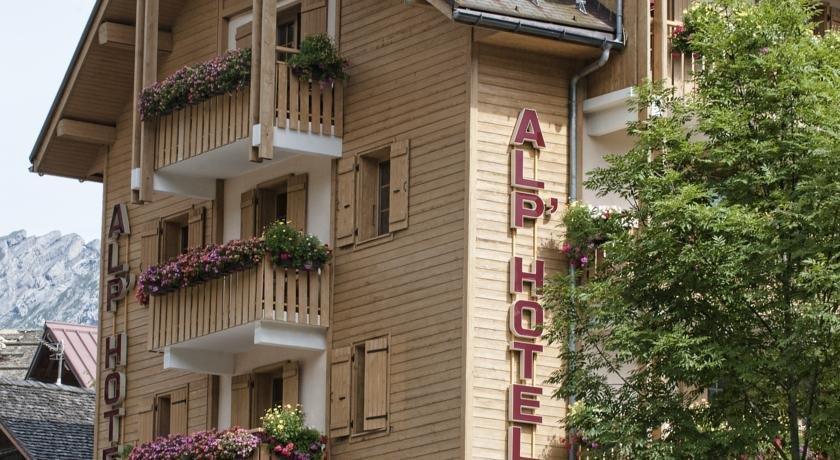 alp 39 hotel la clusaz compare deals. Black Bedroom Furniture Sets. Home Design Ideas