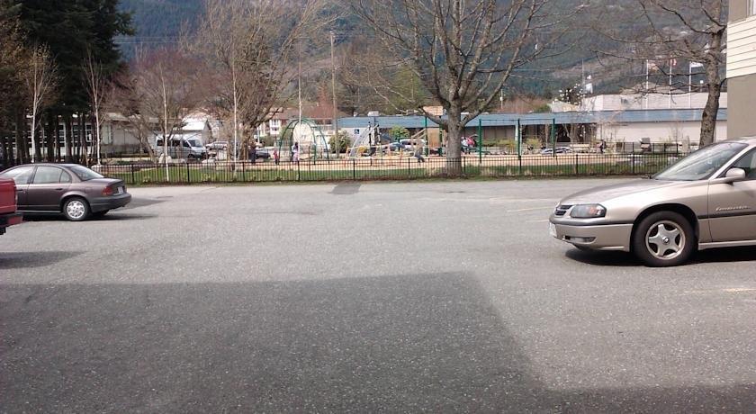 August Jack Motor Inn Squamish Compare Deals