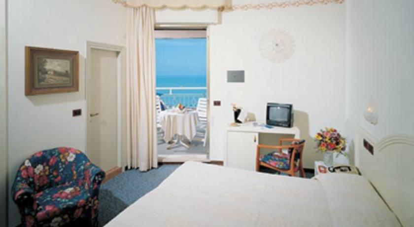 Hotel fenice milano marittima cervia compare deals for Hotel fenice milano