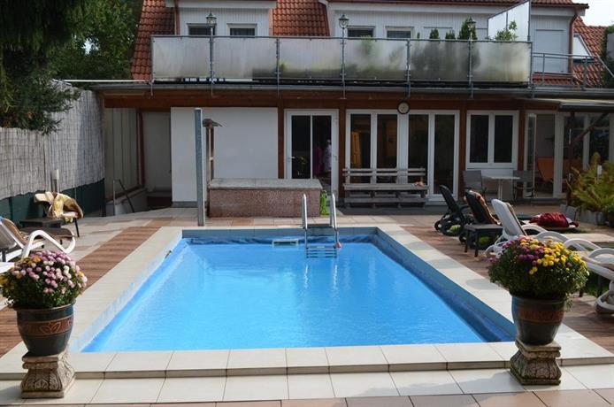 hotel am gutspark leipzig compare deals. Black Bedroom Furniture Sets. Home Design Ideas
