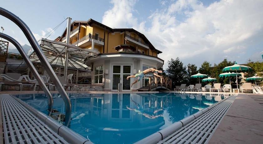 Hotel Aaritz Levico Terme