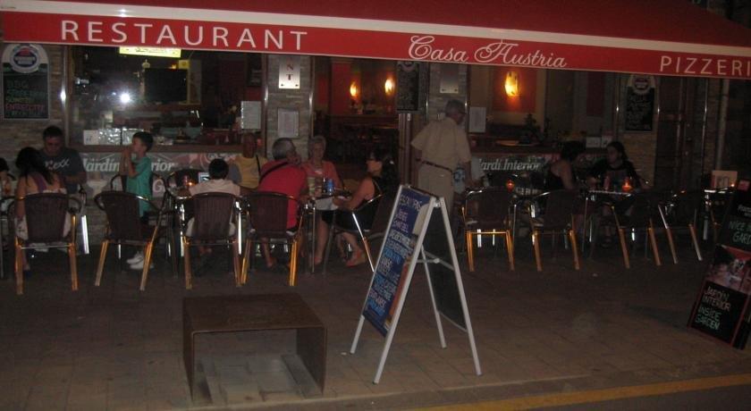 Pension restaurant casa austria pineda de mar compare deals for Restaurant pineda de mar