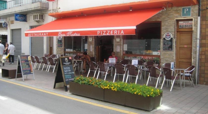 Pension restaurant casa austria pineda de mar offerte for Restaurant pineda de mar