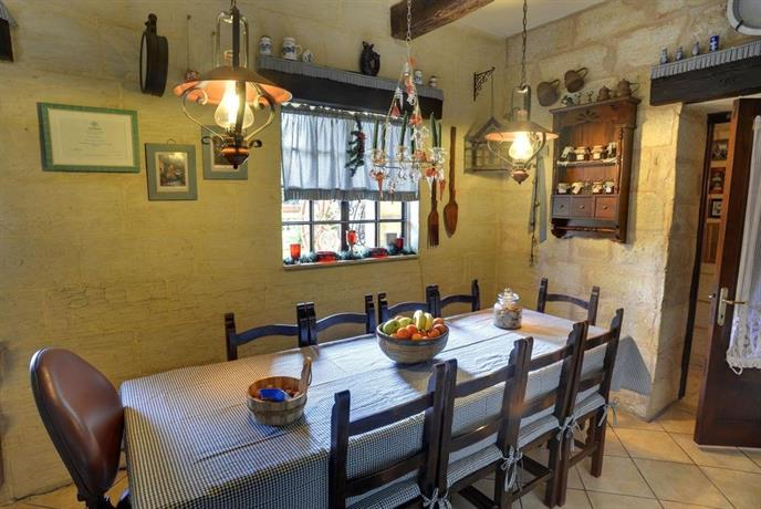 Ta 39 bertu host family bed breakfast zurrieq compare deals for A host and hostess for the bed breakfast