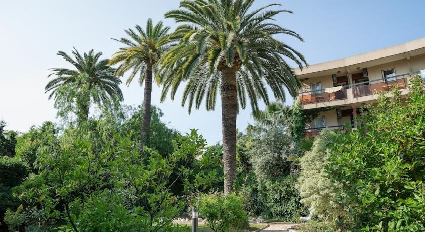 Residence les palmiers nice compare deals for Garage les palmiers nice