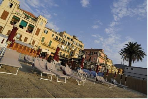 Strand alassio alassio liguria italien for Hotel milano alassio