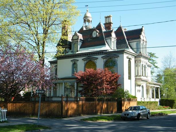 Batcheller mansion inn saratoga springs compare deals for Where to stay in saratoga springs ny