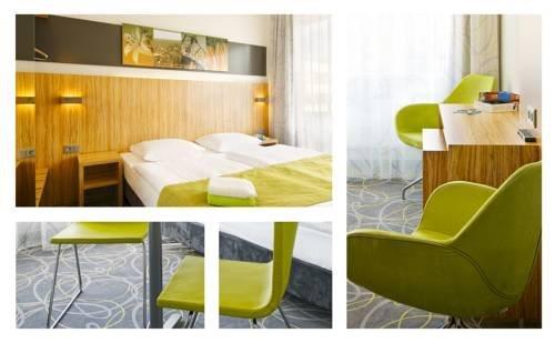 cityherberge dresden compare deals. Black Bedroom Furniture Sets. Home Design Ideas