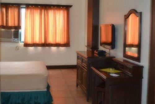 Ace penzionne lapu lapu city compare deals for Chambre hotel lapu lapu