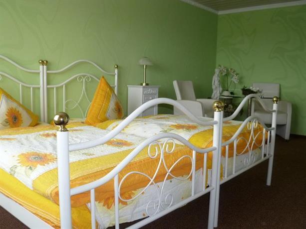pension haus germania erfurt offerte in corso. Black Bedroom Furniture Sets. Home Design Ideas