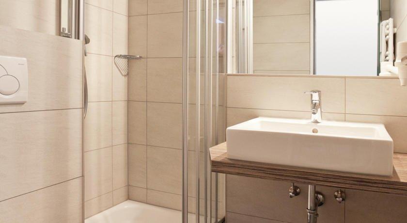 hotel restaurant bosse villingen schwenningen compare deals. Black Bedroom Furniture Sets. Home Design Ideas