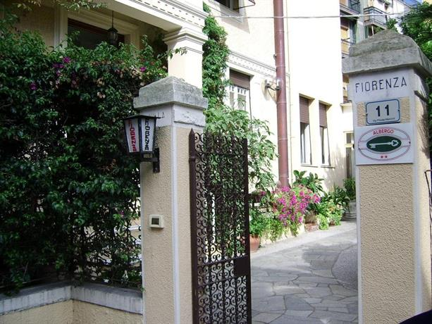 Albergo fiorenza banksia meuble alassio compare deals for Albergo meuble abatjour