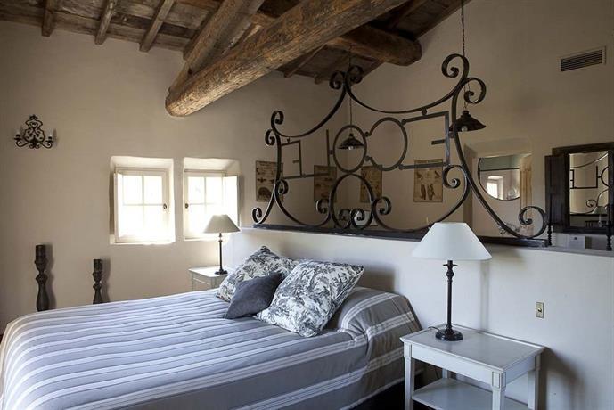 le hameau des baux hotel paradou compare deals. Black Bedroom Furniture Sets. Home Design Ideas