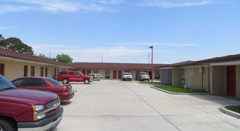 Bayshore motel la porte compare deals for Hotels in la porte tx