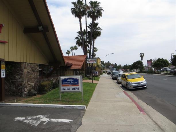 Howard Johnson by Wyndham San Diego State University Area Hotel