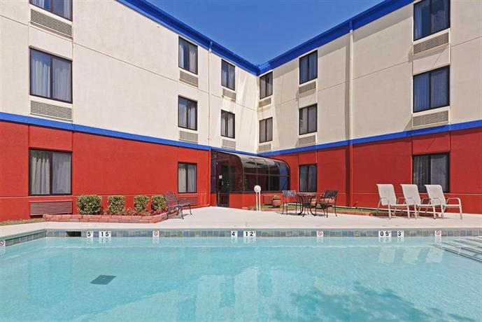 Days Inn by Wyndham Tulsa Central