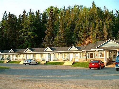 motel 149 mont tremblant compare deals. Black Bedroom Furniture Sets. Home Design Ideas