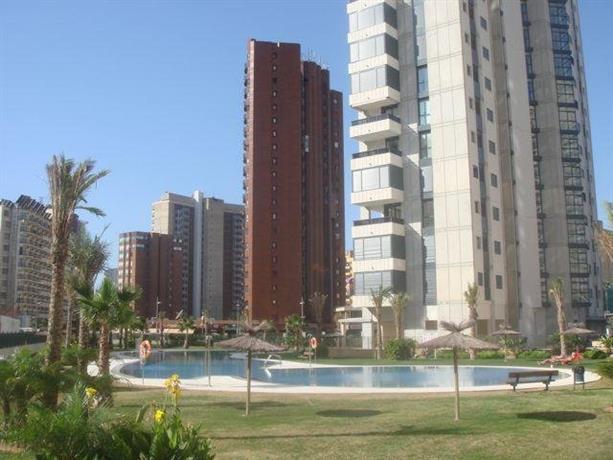 Apartamentos gemelos 26 benidorm comparar ofertas for Oferta hotel familiar benidorm