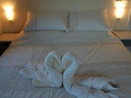 Lower Lakes - Oak Lodge - Guest Room