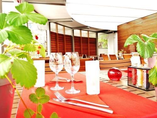 logis hotel le france villers le lac compare deals. Black Bedroom Furniture Sets. Home Design Ideas