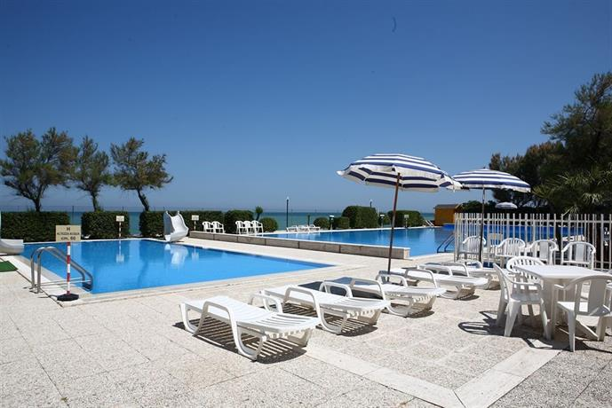 Villaggio turistico le mimose porto sant 39 elpidio - Ristorante il giardino porto sant elpidio ...