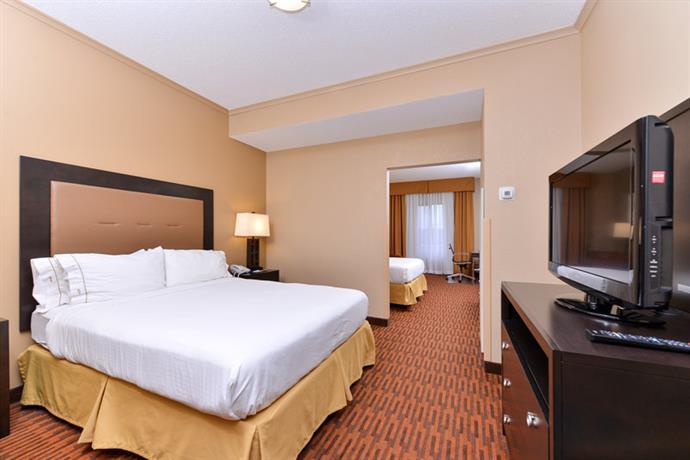 Holiday Inn Express Breezewood  pare Deals