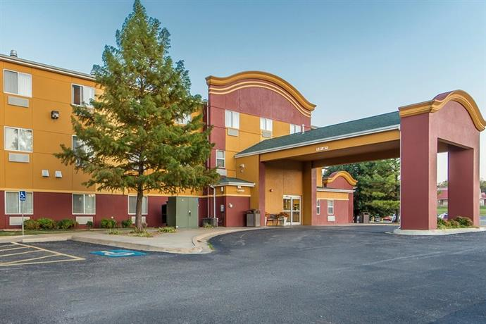 Econo Lodge Inn and Suites Tahlequah