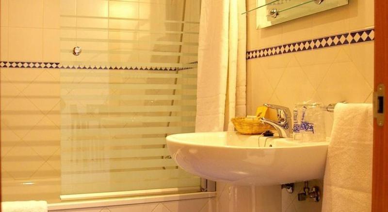 Apartamentos lux sevilla palacio seville compare deals - Apartamentos lux sevilla este ...