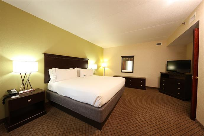 Holiday Inn Express Hotel & Suites Grand Rapids Airport  pare Deals