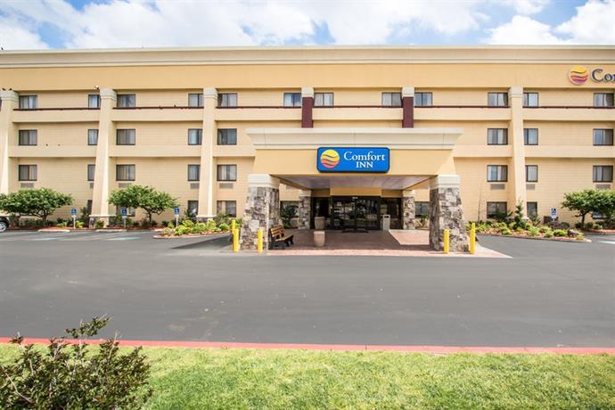 Baymont Inn & Suites Tulsa