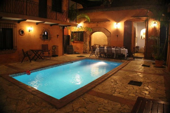 Hotel dona elvira santo domingo compare deals - Piscina bagnolo mella ...