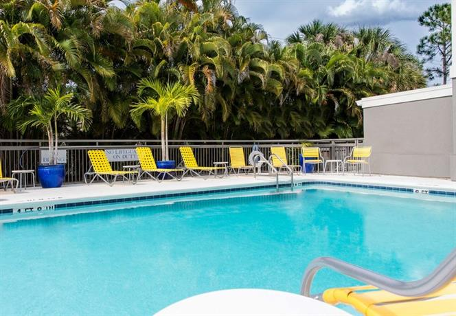 Fairfield inn suites by marriott fort myers medical for 7090 cypress terrace fort myers
