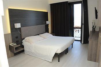 Hotel giardino arona compare deals