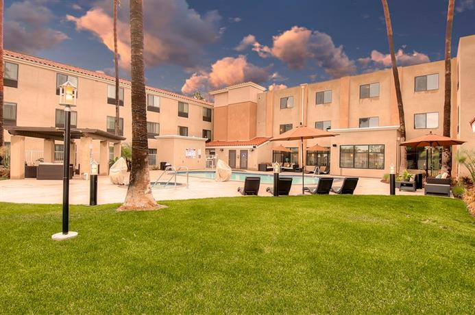 holiday inn express hotel suites carlsbad beach. Black Bedroom Furniture Sets. Home Design Ideas