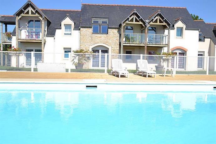 Appart 39 hotel fleurdumont mont saint michel compare deals for Appart hotel fleurdumont