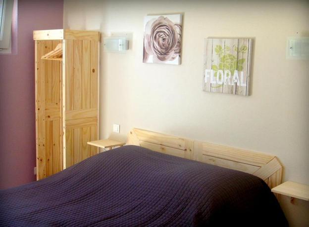 aux bois flottes saint vincent sur jard compare deals. Black Bedroom Furniture Sets. Home Design Ideas