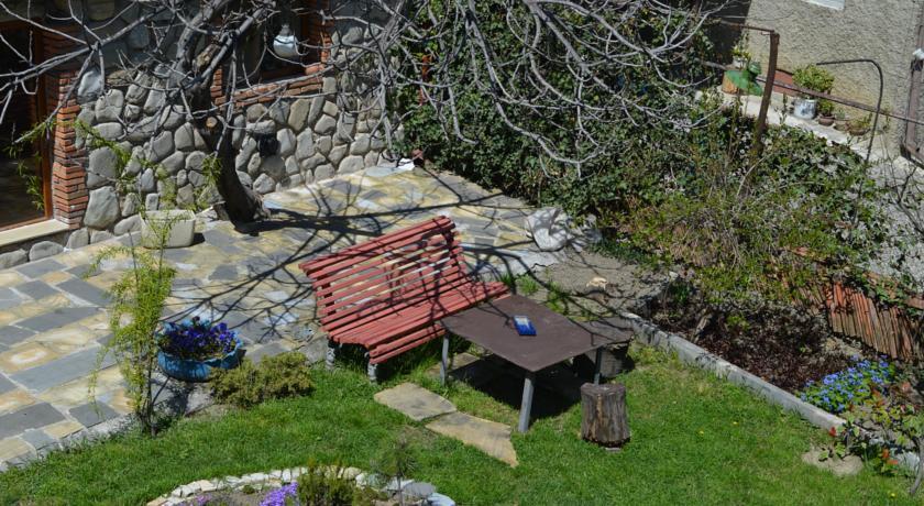 Tamari Guest House