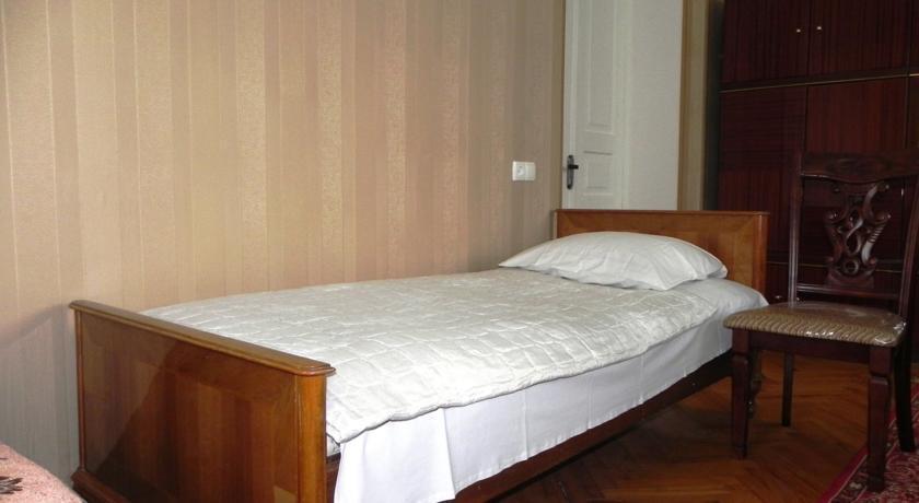 Tinikos Guest House