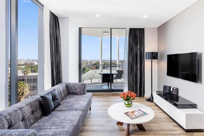 Meriton Suites Mascot Central, Sydney - Compare Deals